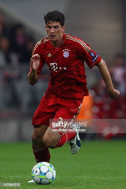 Mario Gomez of FC Bayern Muenchen runs with the ball during the UEFA Champions League quarter final second leg match between FC Bayern Muenchen and...