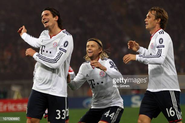 Mario Gomez of Muenchen celebrates his team's second goal with team mates Anatoliy Tymoshchuk and Andreas Ottl during the UEFA Champions League group...
