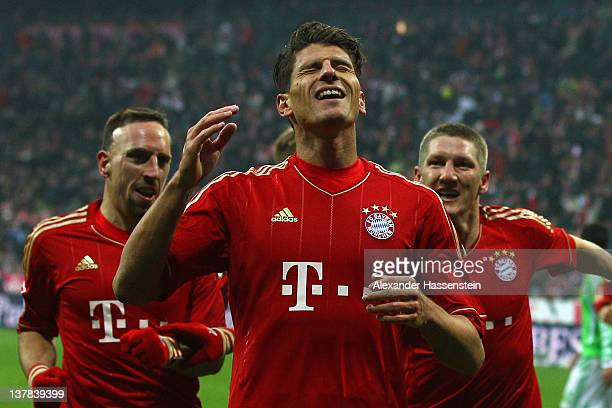 Mario Gomez of Muenchen celebrates scoring the opening goal with his team mates Franck Ribery and Bastian Schweinsteiger during the Bundesliga match...