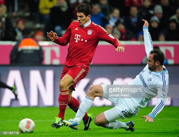 Mario Gomez of Muenchen challenges Christoph Metzelder of Schalke during the Bundesliga match between FC Bayern Muenchen and FC Schalke 04 at Allianz...