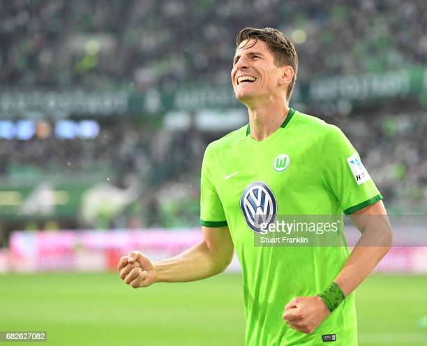 Mario Gomez of Wolfsburg celebrates scoring his goal during the Bundesliga match between VfL Wolfsburg and Borussia Moenchengladbach at Volkswagen...