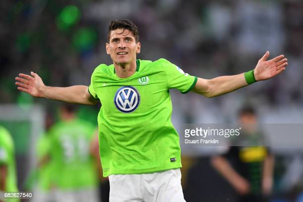 Mario Gomez of Wolfsburg celebrates scoring his goal during the Bundesliga match between VfL Wolfsburg and Borussia Moenchengladbach at Volkswagen...