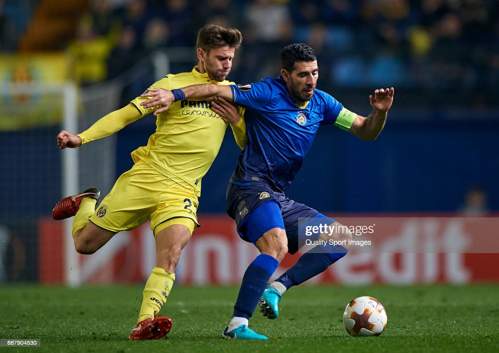 Mario Gonzalez (L) of Villarreal competes for the ball with Eytan Tibi of Maccabi Tel Aviv during the UEFA Europa League group A match between Villarreal CF and Maccabi Tel Aviv at Estadio De la Ceramica on December 7, 2017 in Villarreal, Spain.