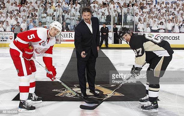 Mario Lemieux drops the ceremonial puck for Nicklas Lidstrom of the Detroit Red Wings and Sidney Crosby of the Pittsburgh Penguins before Game Three...
