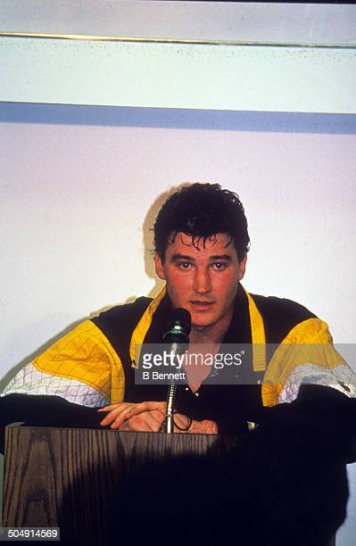 Mario Lemieux of the Pittsburgh Penguins holds a press conference on coming back from Hodgkin's Lymphoma on March 2, 1993 at the Spectrum in...
