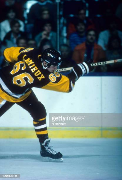 Mario Lemieux of the Pittsburgh Penguins shoots during an NHL game against the New York Islanders on December 15, 1988 at the Nassau Coliseum in...