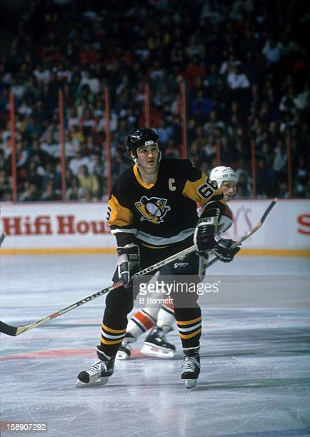 Mario Lemieux of the Pittsburgh Penguins skates on the ice during an NHL game against the Philadelphia Flyers on April 2, 1989 at the Spectrum in...