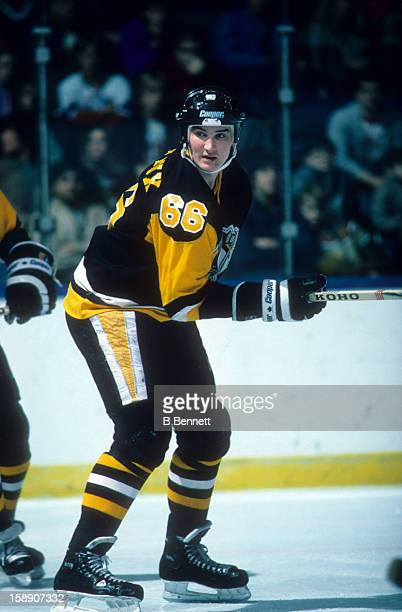 Mario Lemieux of the Pittsburgh Penguins skates on the ice during an NHL game against the New York Islanders on January 17, 1989 at the Nassau...