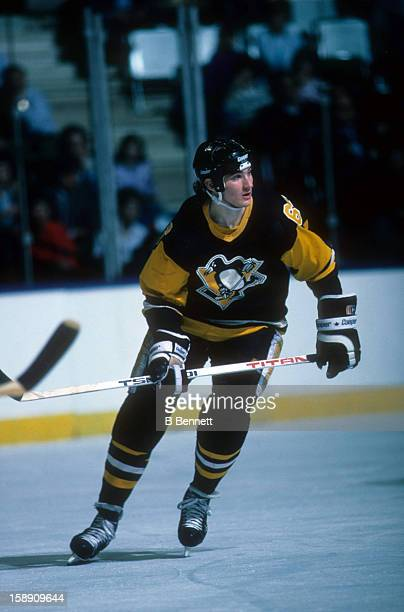 Mario Lemieux of the Pittsburgh Penguins skates on the ice during an NHL game against the New York Islanders on December 15 1988 at the Nassau...