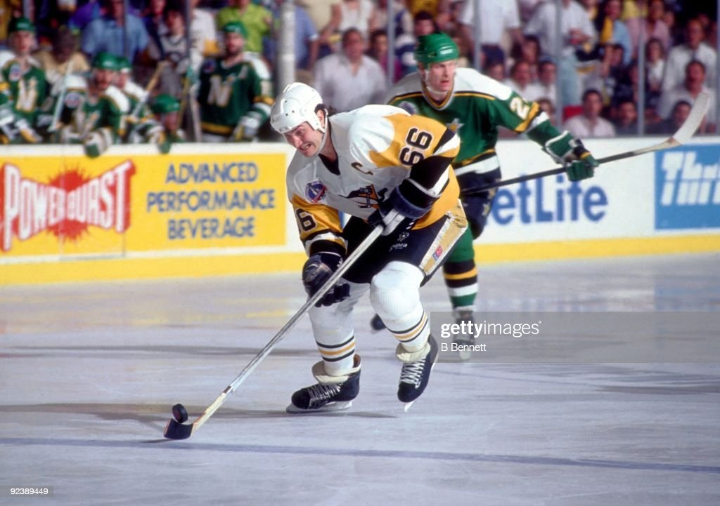 1991 Stanley Cup Finals - Game 2: Minnesota North Stars v Pittsburgh Penguins : News Photo