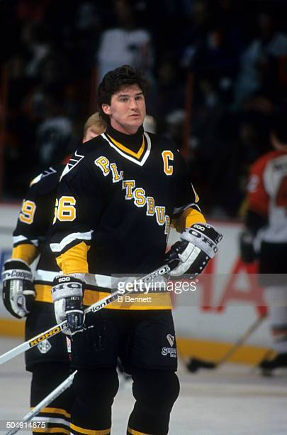 Mario Lemieux of the Pittsburgh Penguins warms-up beofre the game against the Philadelphia Flyers on March 2, 1993 at the Spectrum in Philadelphia,...