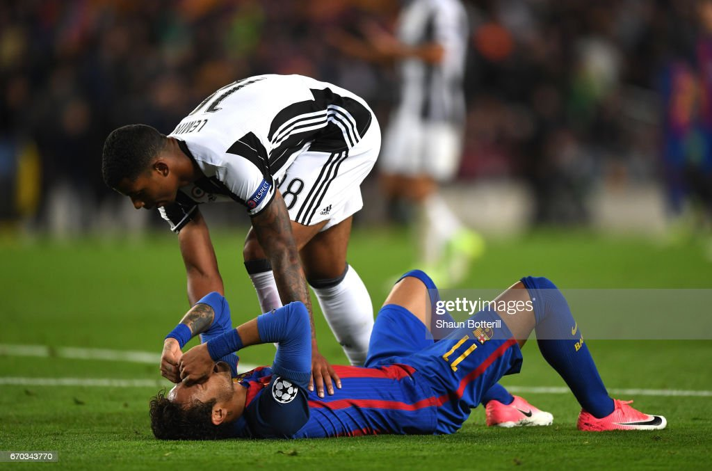 Mario Lemina of Juventus embraces Neymar of Barcelona after the UEFA Champions League Quarter Final second leg match between FC Barcelona and Juventus at Camp Nou on April 19, 2017 in Barcelona, Spain.