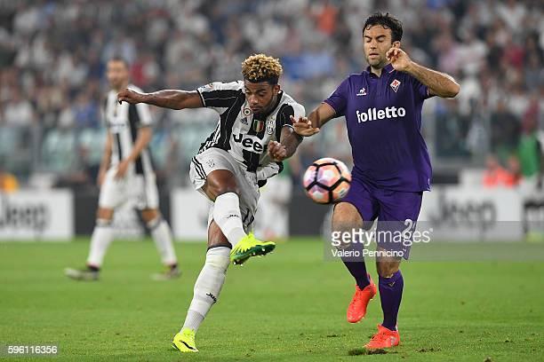 Mario Lemina of Juventus FC in action against Giuseppe Rossi of ACF Fiorentina during the Serie A match between Juventus FC and ACF Fiorentina at...