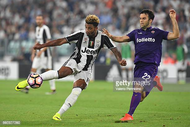 Mario Lemina of Juventus FC is challenged by Giuseppe Rossi of ACF Fiorentina during the Serie A match between Juventus FC and ACF Fiorentina at...