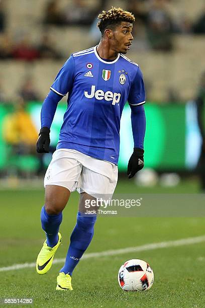 Mario Lemina of Juventus runs with the ball during the 2016 International Champions Cup match between Juventus FC and Tottenham Hotspur at Melbourne...