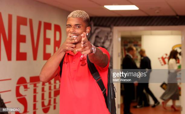 Mario Lemina of Southampton arrives ahead of the Premier League match between Southampton and Manchester United at St Mary's Stadium on September 23...