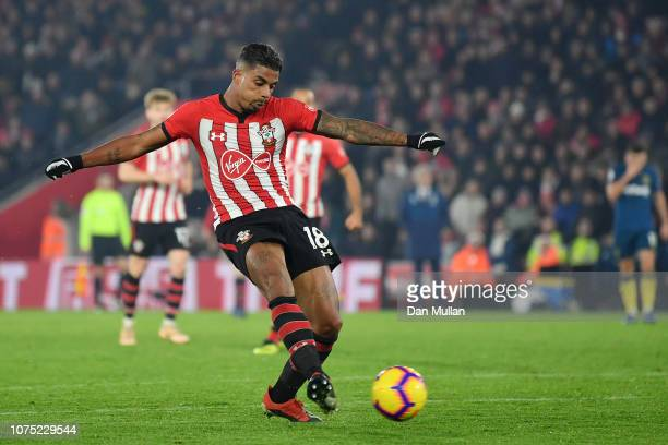 Mario Lemina of Southampton shoots during the Premier League match between Southampton FC and West Ham United at St Mary's Stadium on December 27...