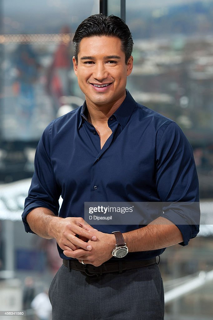 Mario Lopez hosts 'Extra' at their New York studios at H&M in Times Square on September 29, 2014 in New York City.