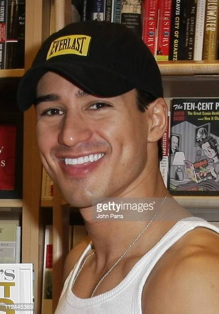 Mario Lopez signs his book Mario Lopez's Knockout Fitness at Borders on May 24, 2008 in Coral Gables, Florida.