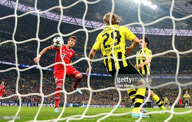 Mario Mandzukic of Bayern Muenchen scores a goal during the UEFA Champions League final match between Borussia Dortmund and FC Bayern Muenchen at...
