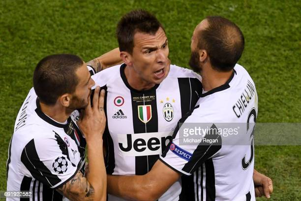Mario Mandzukic of Juventus celebrates scoring his sides first goal with Leonardo Bonucci of Juventus and Giorgio Chiellini of Juventus during the...