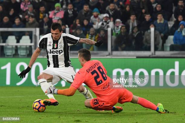 Mario Mandzukic of Juventus FC in action against Lukasz Skorupski of Empoli FC during the Serie A match between Juventus FC and Empoli FC at Juventus...