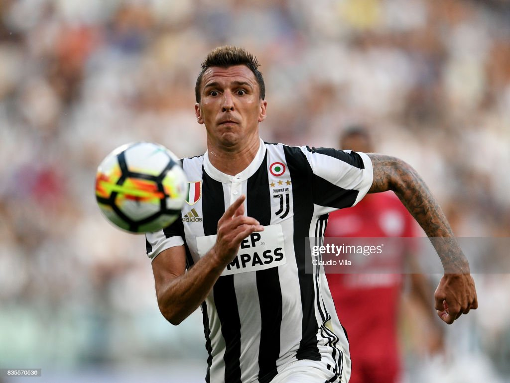 Mario Mandzukic of Juventus FC in action during the Serie A match between Juventus and Cagliari Calcio at Allianz Stadium on August 19, 2017 in Turin, Italy.