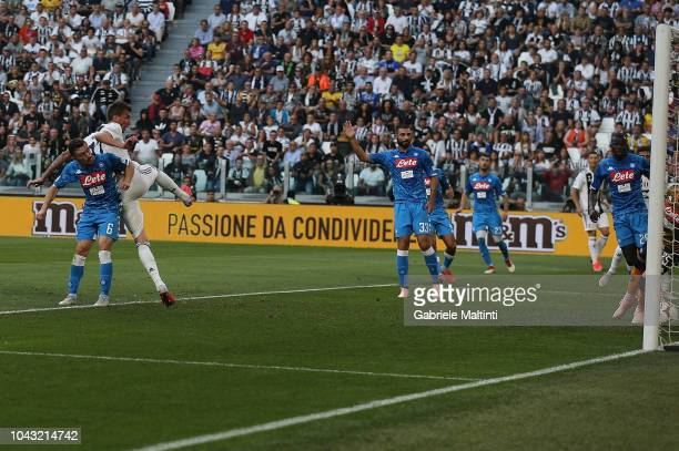 Mario Mandzukic of Juventus FC scores the opening goal during the Srie A match between Juventus and SSC Napoli at Allianz Stadium on September 29...