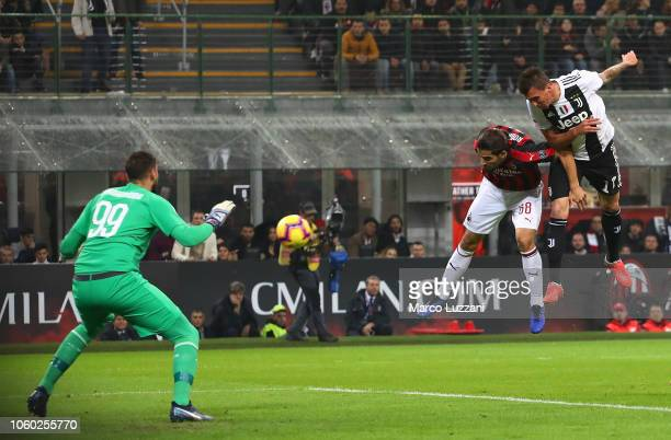 Mario Mandzukic of Juventus FC scores the opening goal during the Serie A match between AC Milan and Juventus at Stadio Giuseppe Meazza on November...