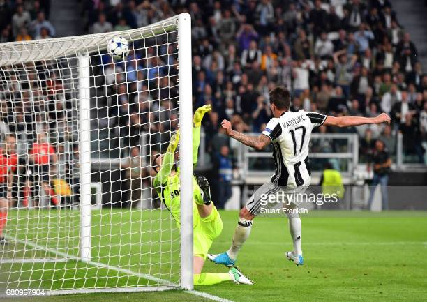 Mario Mandzukic of Juventus scores his sides first goal during the UEFA Champions League Semi Final second leg match between Juventus and AS Monaco...