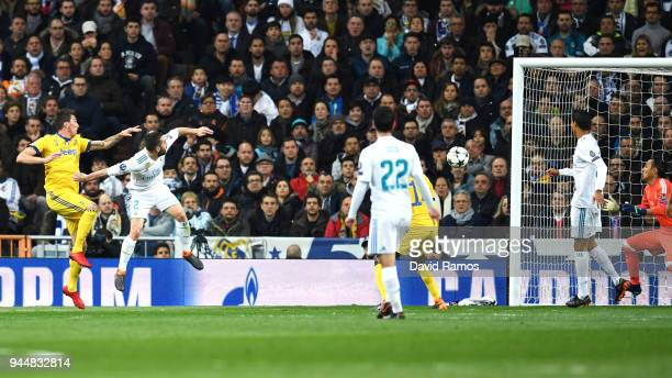 Mario Mandzukic of Juventus scores his sides second goal during the UEFA Champions League Quarter Final Second Leg match between Real Madrid and...