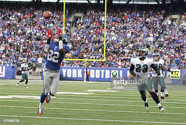 Mario Manningham of the New York Giants scores a touchdown in the first quarter as Dimitri Patterson and Colt Anderson of the Philadelphia Eagles...