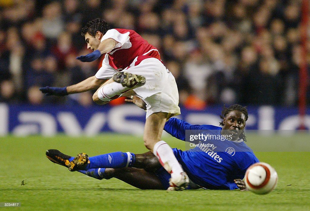 Mario Melchiot of Chelsea tackles Jose Antonio Reyes of Arsenal during the UEFA Champions League Quarter Final Second Leg match between Arsenal and Chelsea at Highbury on March 6, 2004 in London.