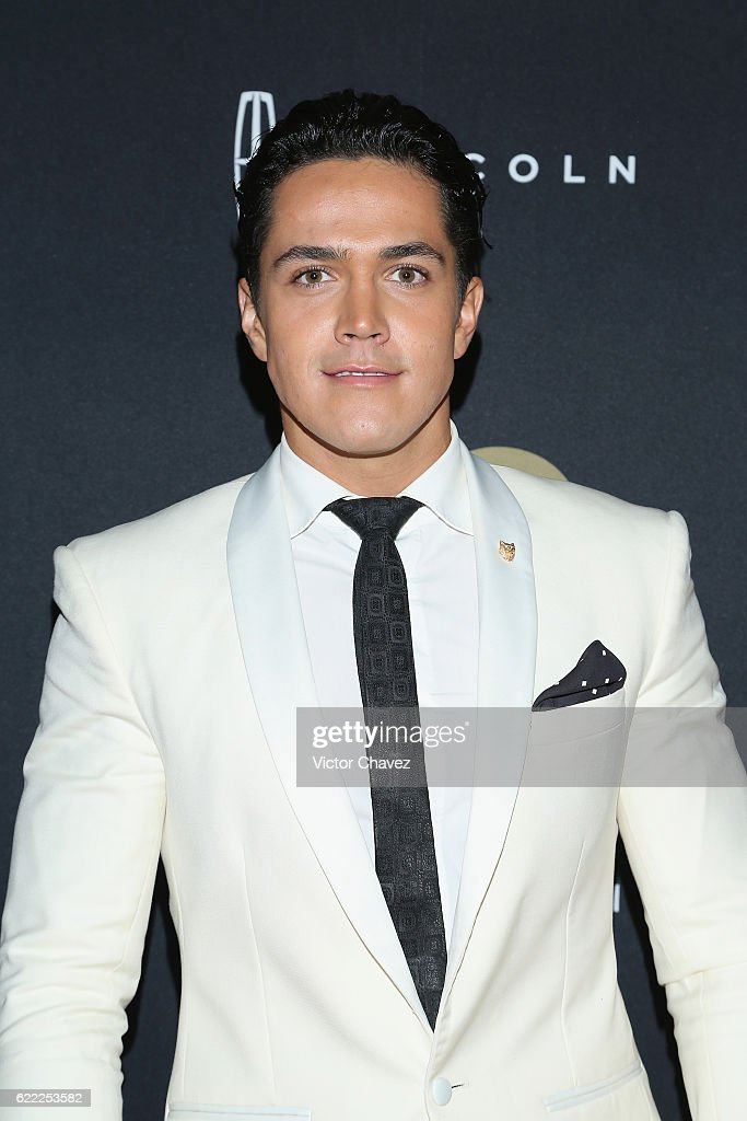 http://media.gettyimages.com/photos/mario-moran-attends-the-gq-men-of-the-year-awards-2016-at-torre-on-picture-id622253582