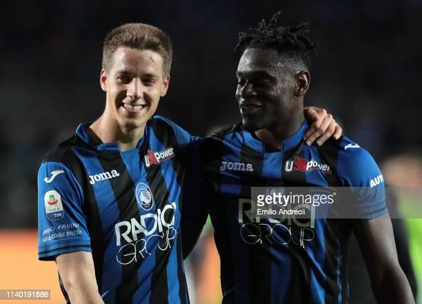 Mario Pasalic of Atalanta BC celebrates his goal with his teammate Duvan Zapata during the Serie A match between Atalanta BC and Udinese at Stadio...