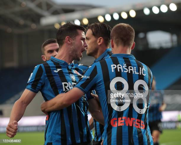 Mario Pasalic of Atalanta BC celebrates with his teammate Remo Freuler after scoring the opening goal during the Serie A match between Atalanta BC...