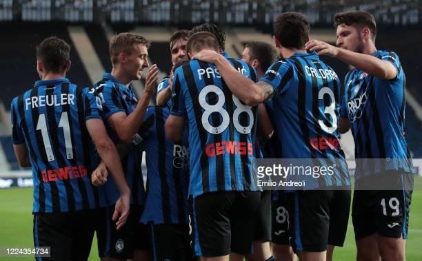 Mario Pasalic of Atalanta BC celebrates with his teammates after scoring the opening goal during the Serie A match between Atalanta BC and SSC Napoli...