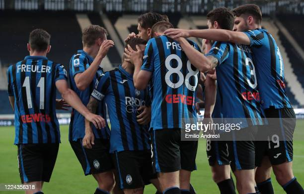 Mario Pasalic of Atalanta BC celebrates with his teammates after scoring the opening goal during the Serie A match between Atalanta BC and SSC Napoli...