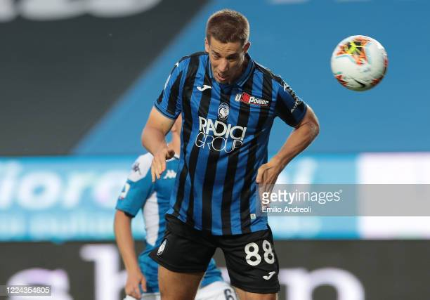 Mario Pasalic of Atalanta BC scores the opening goal during the Serie A match between Atalanta BC and SSC Napoli at Gewiss Stadium on July 2 2020 in...