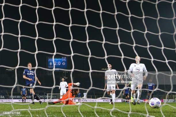 Mario Pasalic of Atalanta scores past Jeroen Zoet of Spezia Calcio to give the side a 3-0 lead during the Serie A match between Atalanta BC and...