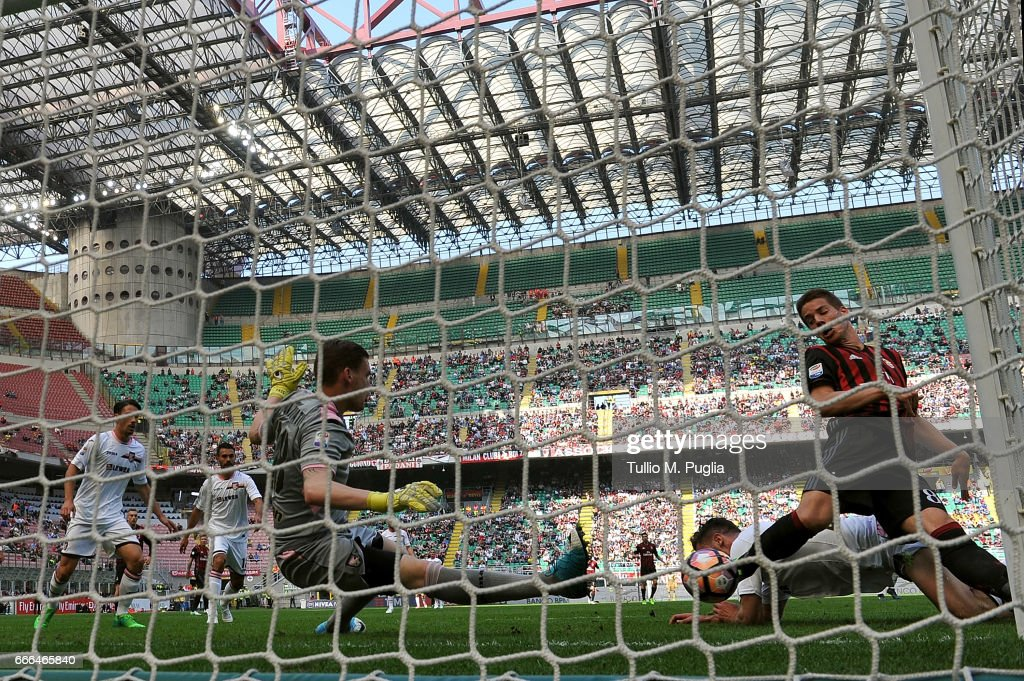Mario Pasalic of Milan scores his team's second goal during the Serie A match between AC Milan and US Citta di Palermo at Stadio Giuseppe Meazza on April 9, 2017 in Milan, Italy.