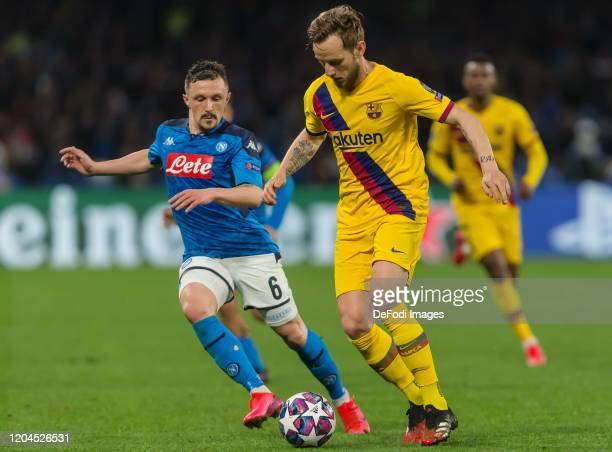 Mario Rui of SSC Neapel and Ivan Rakitic of FC Barcelona battle for the ball during the UEFA Champions League round of 16 first leg match between SSC...