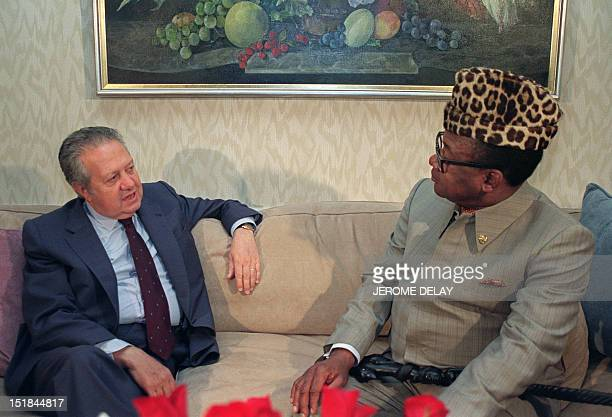 Mario Soares President of Portugal meets Mobutu Sese Seko his Zairean counterpart on July 2 in New York