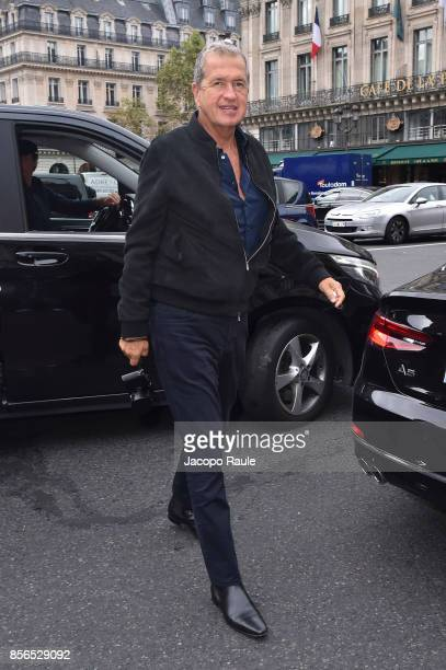 Mario Testino is seen arriving at Stella McCartney show during Paris Fashion Week on October 2 2017 in Paris France