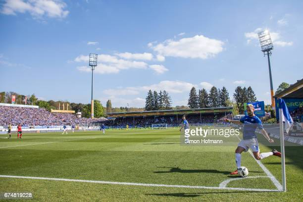 Mario Vrancic of Darmstadt takes a corner kick during the Bundesliga match between SV Darmstadt 98 and SC Freiburg at Stadion am Boellenfalltor on...