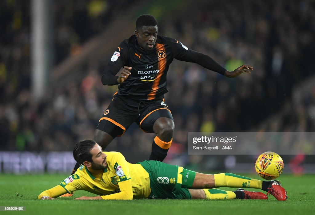 Mario Vrancic of Norwich City and Alfred NDiaye of Wolverhampton Wanderers during the Sky Bet Championship match between Norwich City and Wolverhampton at Carrow Road on October 31, 2017 in Norwich, England.