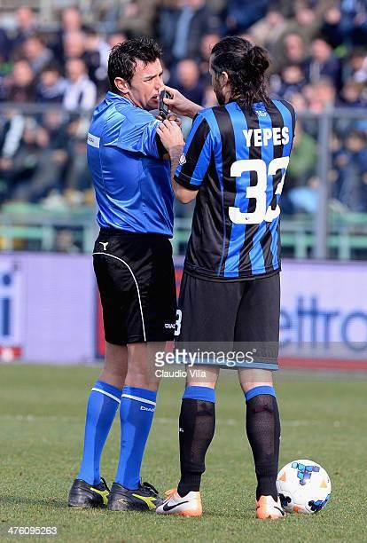 Mario Yepes of Atalanta and referee Domenico Celi during the Serie A match between Atalanta BC and AC Chievo Verona at Stadio Atleti Azzurri d'Italia...