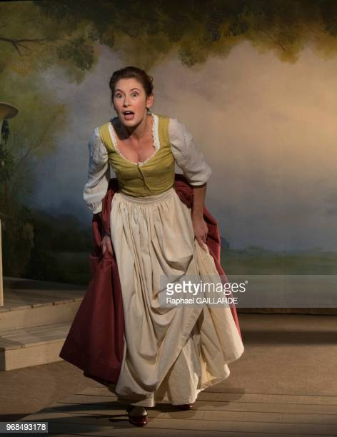 Marion Bierry sur scène interprète au Théâtre de Poche Montparnasse 'Le Legs' de Marivaux mise en scène de Marion Bierry le 13 mars 2014 Paris France...