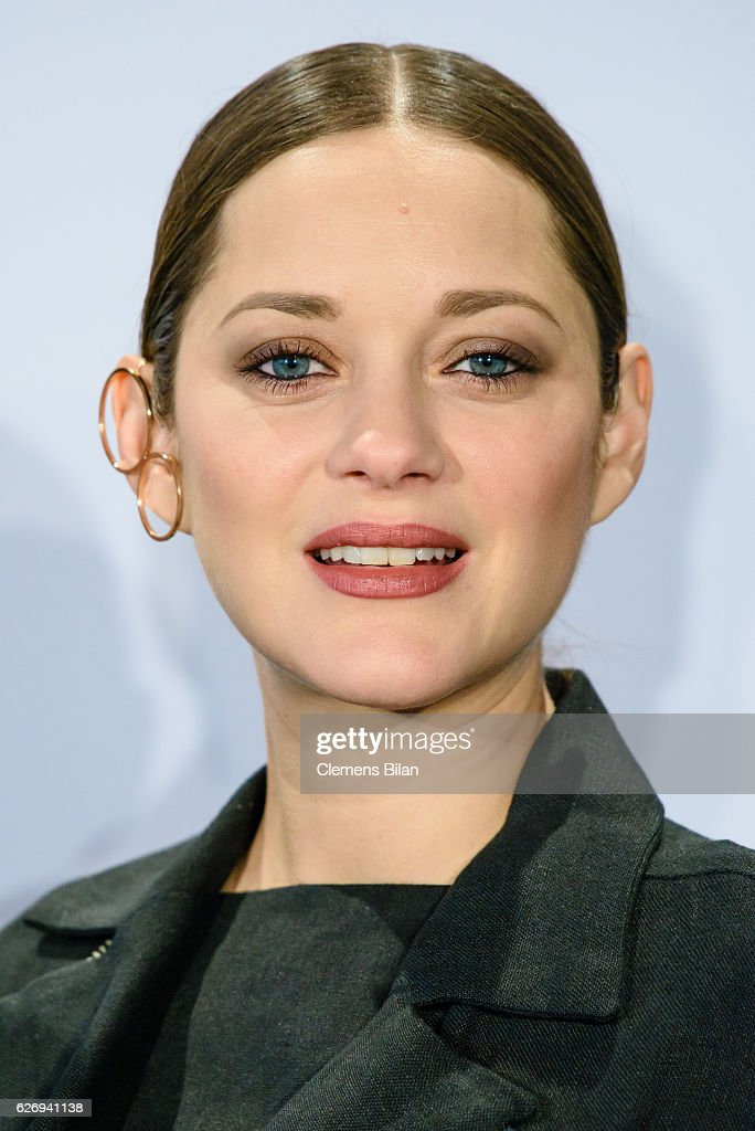 Marion Cotillard attends the 'Assassin's Creed' Berlin Photocall at Cafe Moskau on December 1, 2016 in Berlin, Germany.