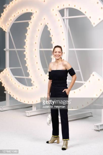 Marion Cotillard attends the Chanel Womenswear Spring Summer 2021 at Grand Palais on October 06, 2020 in Paris, France.